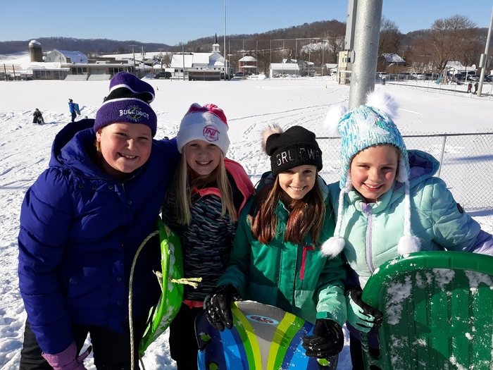 4th graders enjoying sledding